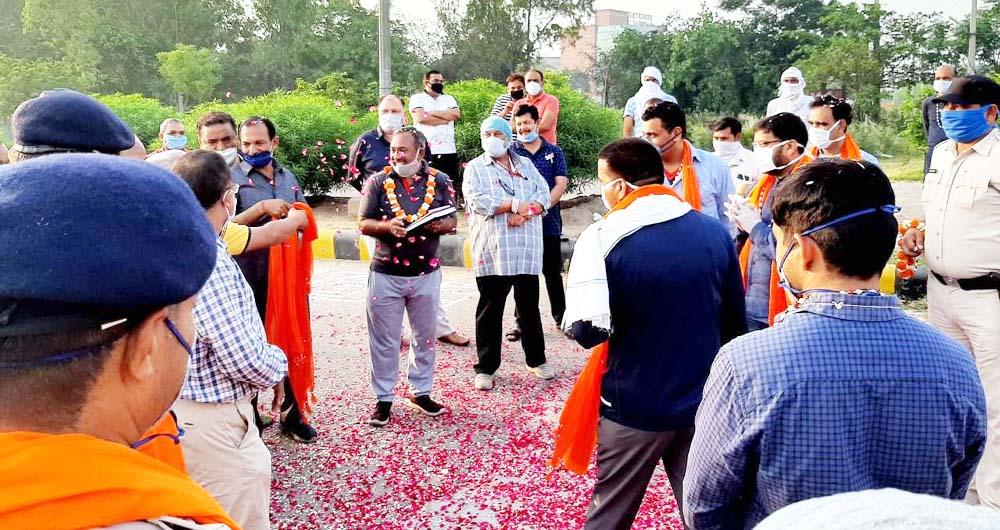 कोरोना आपदा में सामाजिक संगठनों का बेहतरीन सहयोग : सिंह