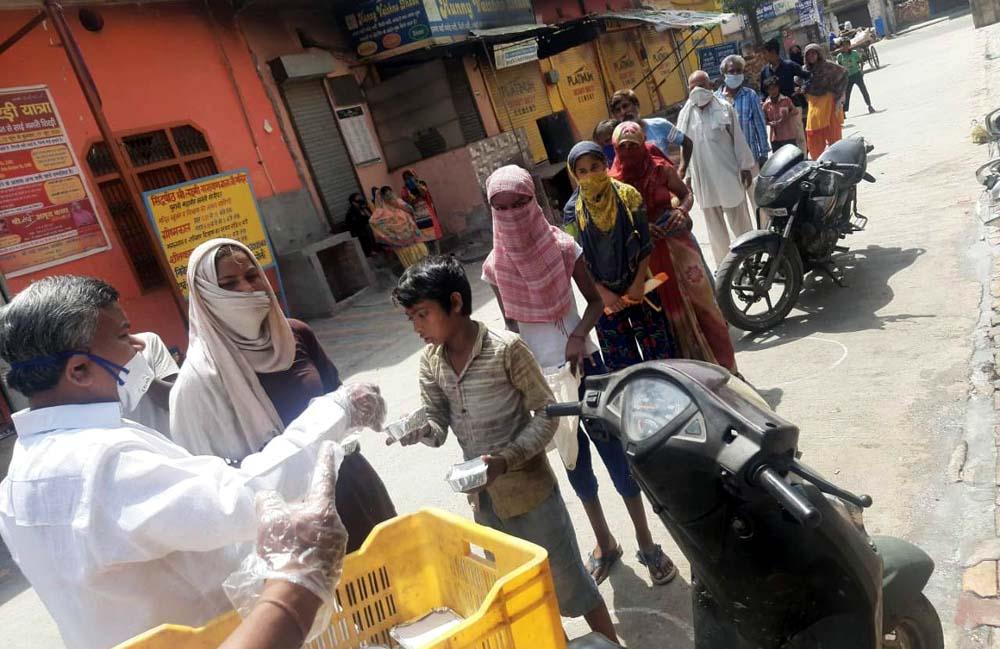 बालाजी मंदिर समिति ने 2 हजार जरूरतमंदों को वितरित किया भोजन