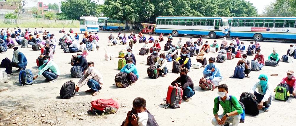 बसों द्वारा श्रमिकों को भेजा गया उत्तर प्रदेश
