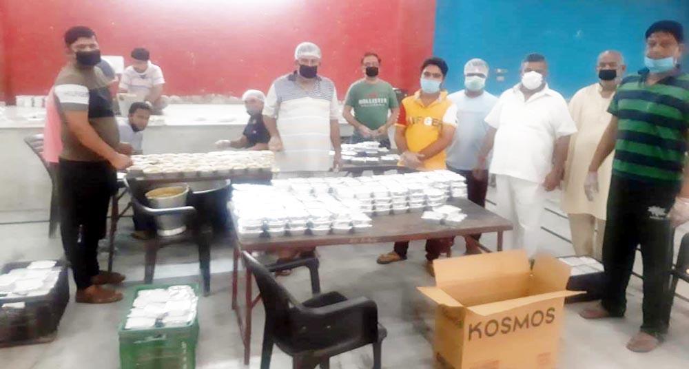 जरूरतमंदों को वितरित किए 2200 भोजन के पैकेट