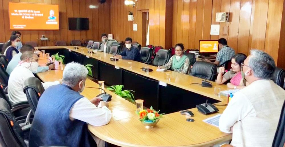 कोविड-19 के खिलाफ लड़ाई आमजन के सहयोग से जीती जा सकती : सीएम रावत