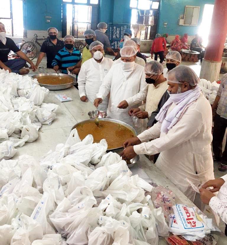 51वें दिन मंदिर समिति ने बांटे 34 सौ भोजन के पैकेट