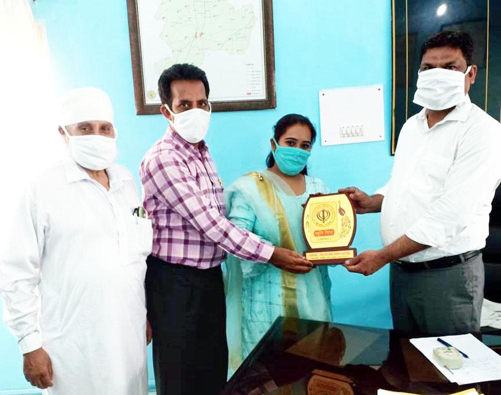डेरा बाबा गोविंद शाह संस्था ने एसडीएम को किया सम्मानित