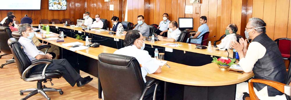 होम क्वारंटीन पर रखे गये लोगों पर नियमित निगरानी रखी जाय : मुख्यमंत्री