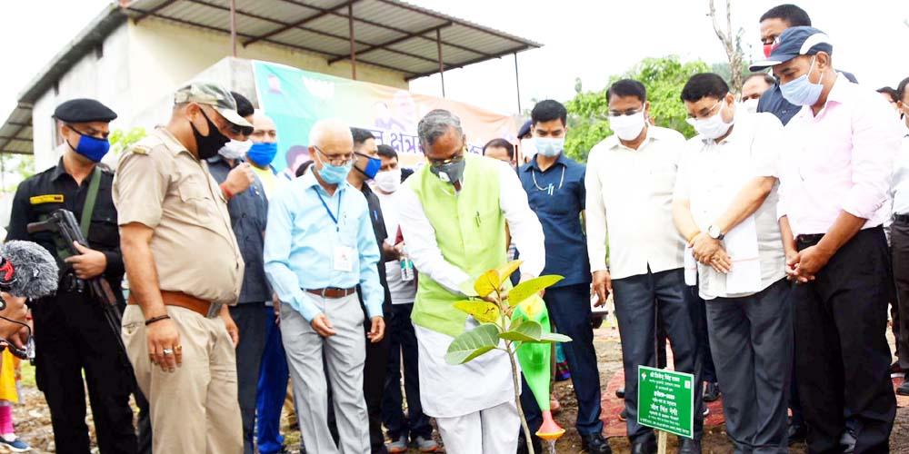 प्रधान एवं क्षेत्रवासी पौधों को गोद लें : मुख्यमंत्री