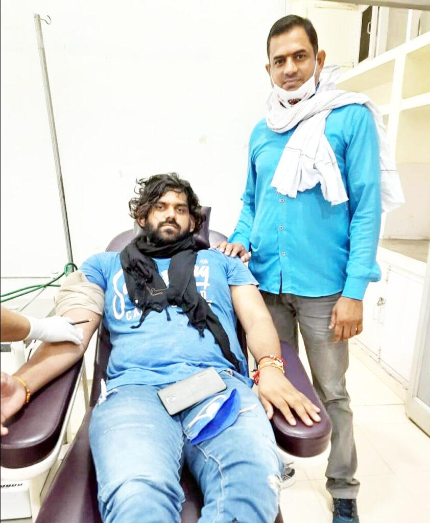 संस्था से जुडक़े रक्तदान कर मनाया जन्मदिन