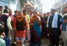 सोनीपत। दिल्ली कैंप में गलियों का निर्माण शुरू करवाते भाजपा नेता राजीव जैन।