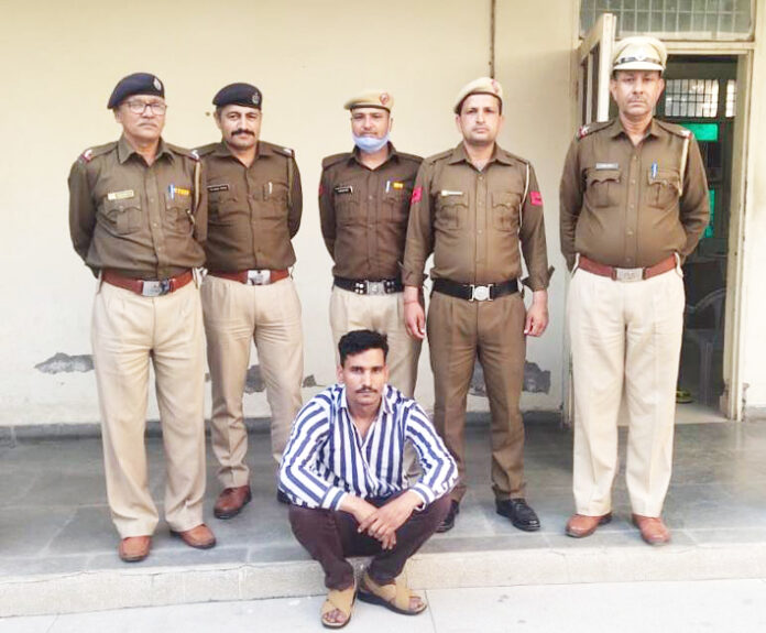 सोनीपत। गन्नौर पुलिस द्वारा पकड़ा गया पांच हजारी ईनामी बदमाश।