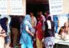 सोनीपत। पीडित परिवार से मिलते भाजपा नेता राजीव जैन।
