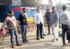 सोनीपत। सब्जी मंडी का दौरा करते एसडीएम विजय सिंह।