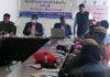 सोनीपत। कानूनी साक्षरता शिविर में मौजूद कर्मचारियों को जानकारी देते तय्यब हुसैन।