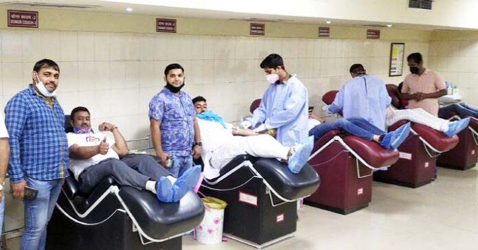 सोनीपत। आर्मी ब्लड बैंक में रक्तदान करते मां भारती रक्तवाहिनी के रक्तवीर।