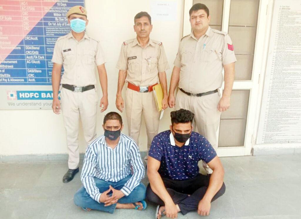 लूट की घटना में शामिल युवकों को लूटी गई कार सहित किया गिरफ्तार