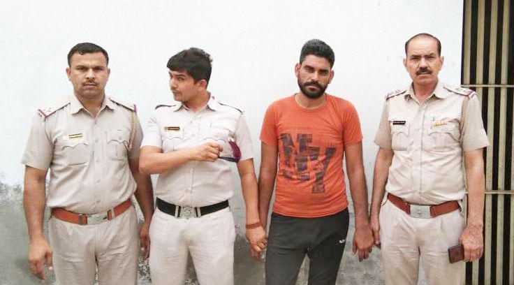 चोरी की बाईक सहित गिरफ्तार, आधा दर्जन लूट की घटनाओं का किया खुलासा
