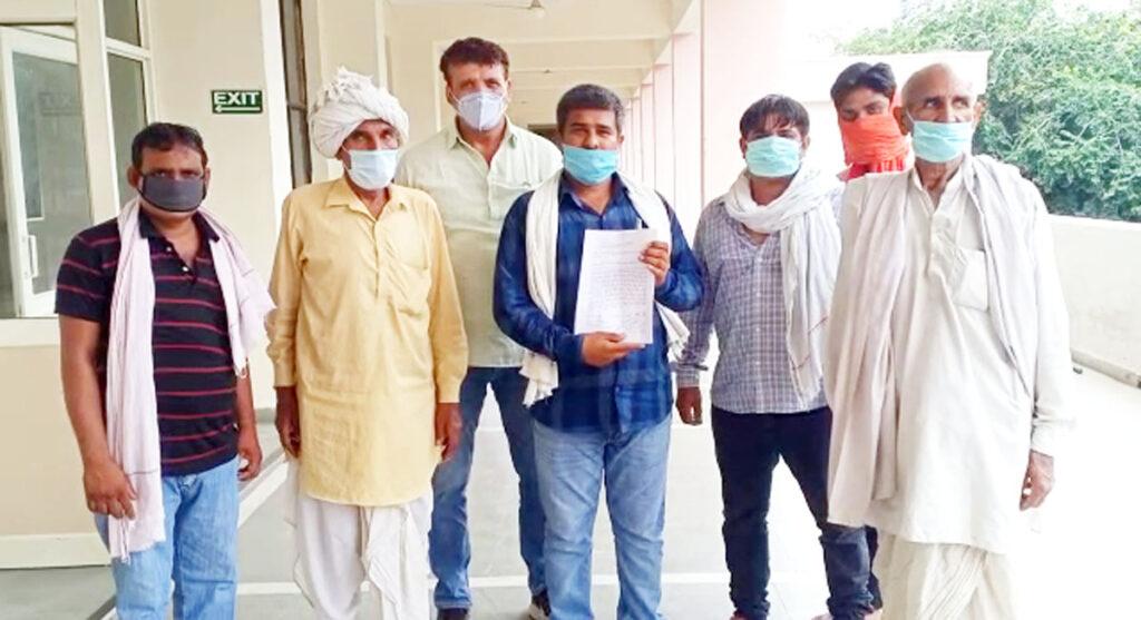गांव गुहणा में स्ट्रीट लाइट लगाने के मामले में ग्रामीणों ने की कार्रवाई की मांग