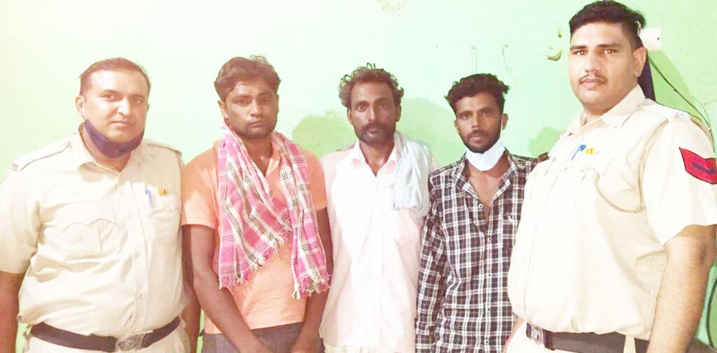 चोरी की घटना में शामिल तीन आरोपी गिरफ्तार