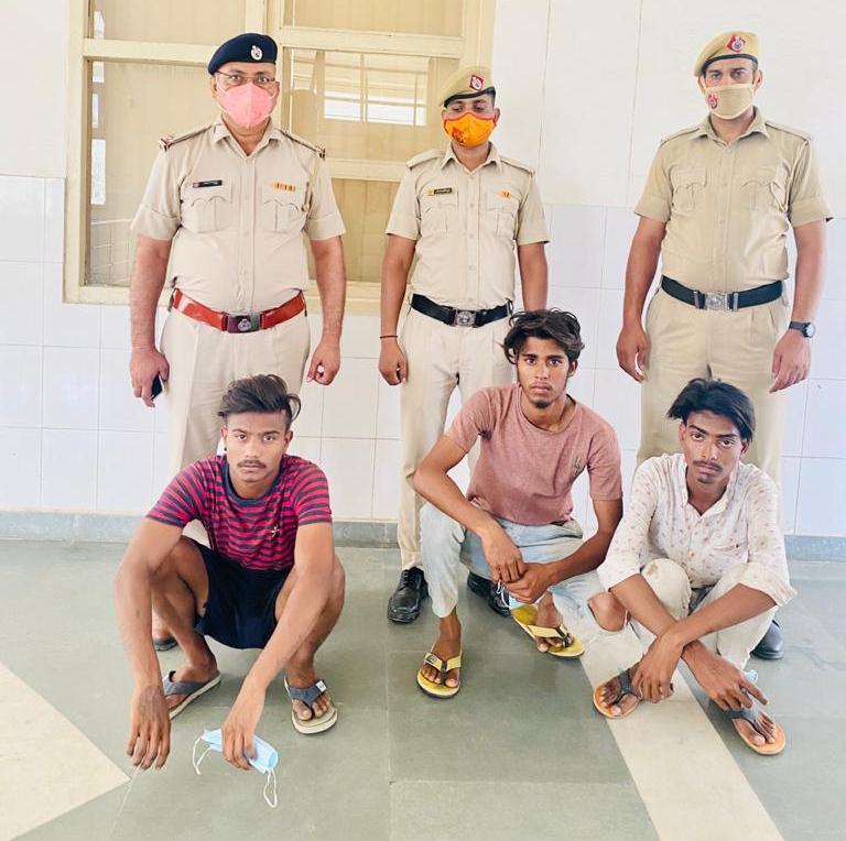 लूट की घटना में शामिल तीन आरोपियों को किया गिरफ्तार