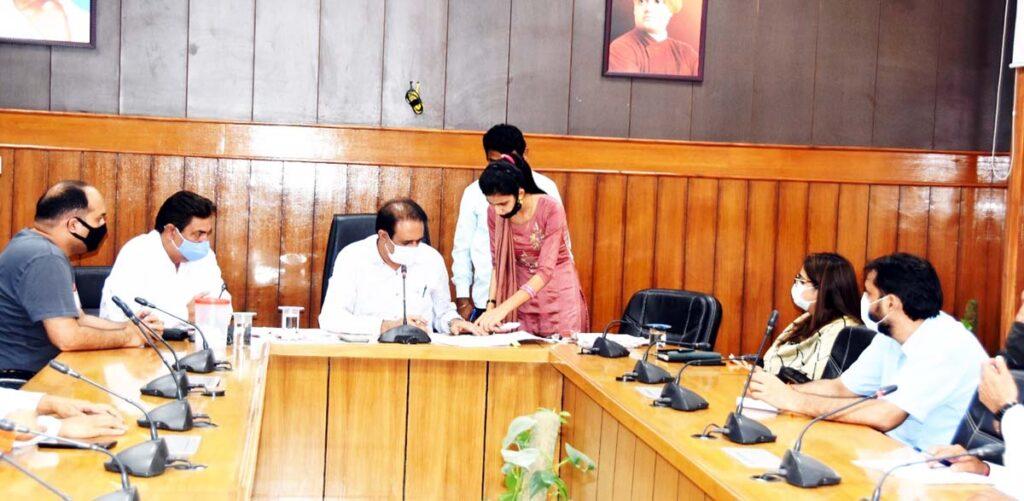 जिला परिषद के 24 वार्डों में से 11 वार्ड किये गये महिलाओं के लिए आरक्षित