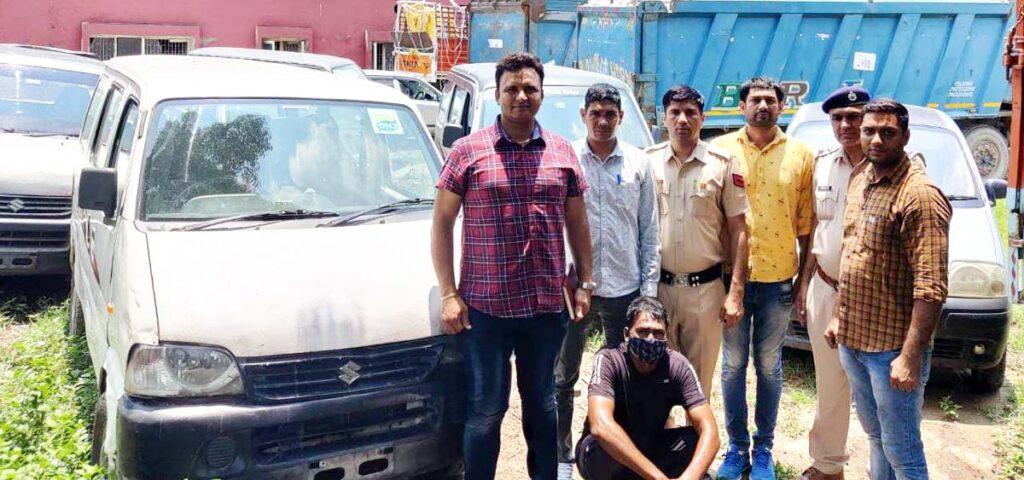 अन्तर्राज्यीय वाहन चोर गिरोह के शातिर बदमाश चोरी की ईक्को वैन व अवैध हथियार सहित गिरफ्तार