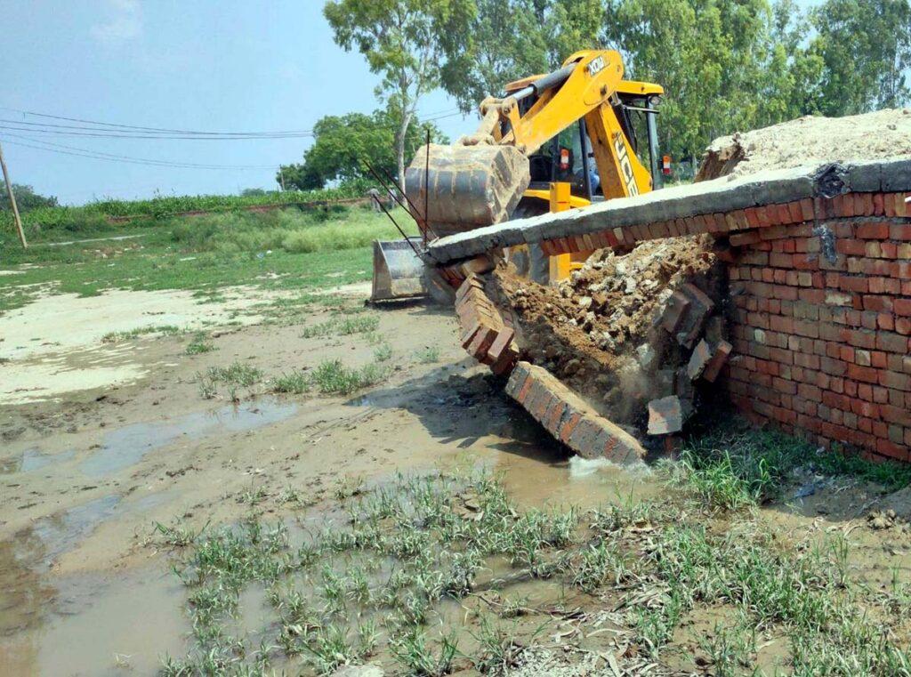 बहालगढ में दो व खेवड़ा में 2.5 एकड़ भूमि में विकसित हो रही अवैध कालोनी को किया ध्वस्त