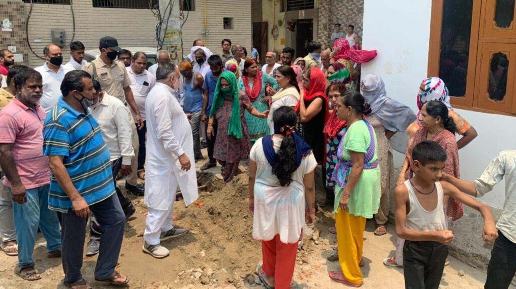 पेयजल समरूया को लेकर भाजपा नेता ने किया कालोनियों को दौरा