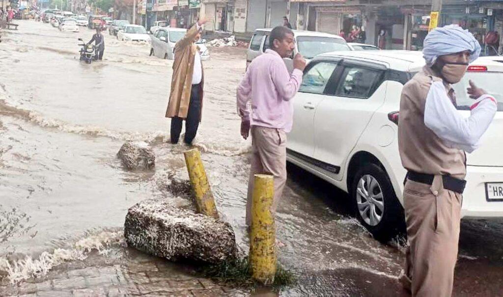 भारी बरसात की संभावना के दृष्टिगत लोग बरतें सावधानी