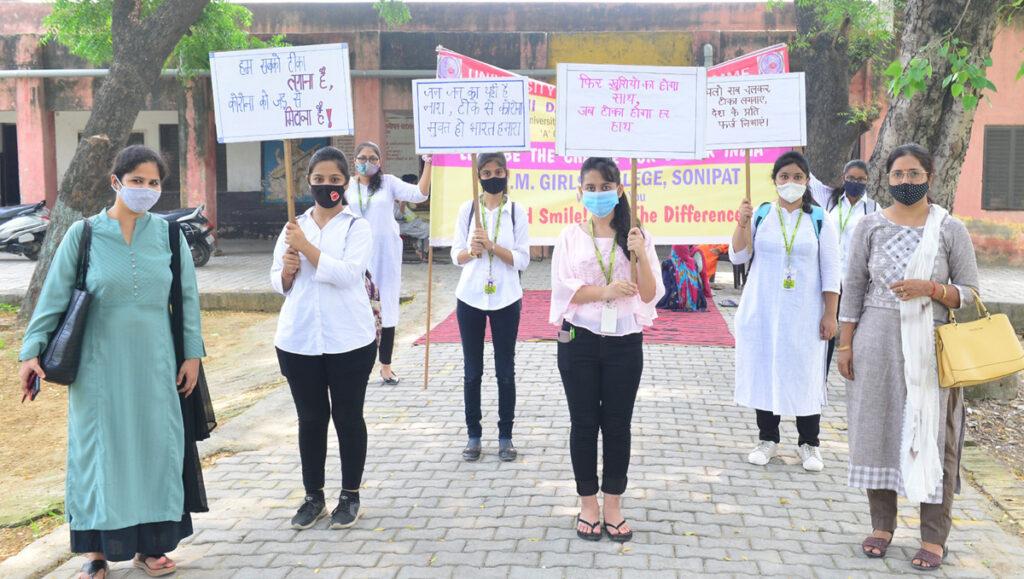 कोरोना वायरस से बचाव के लिए टीकाकरण के लिए ग्रामीणों को किया प्रोत्साहित