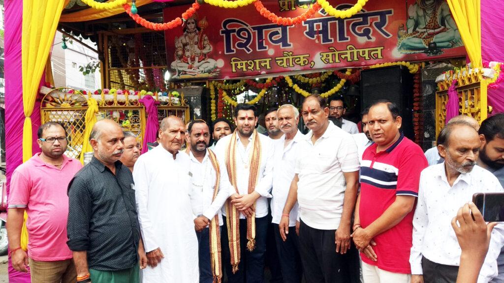 गणपति बप्पा मोरया के जयकारों के साथ भगवान श्री गणेश जी की प्रतिमा की हुई प्राण प्रतिष्ठा